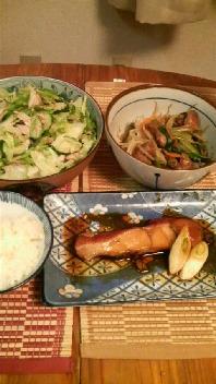 金目鯛煮付け・レバニラ炒め・サラダ